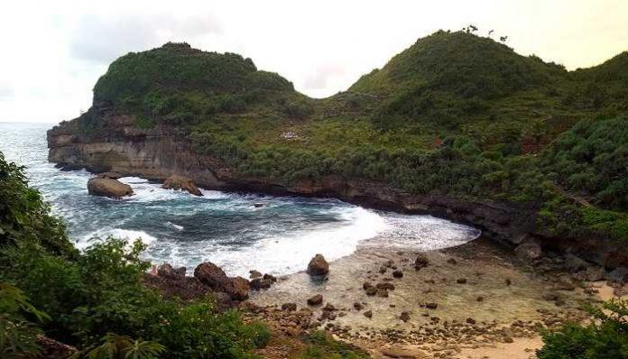Wisata Pantai Di Wonogiri