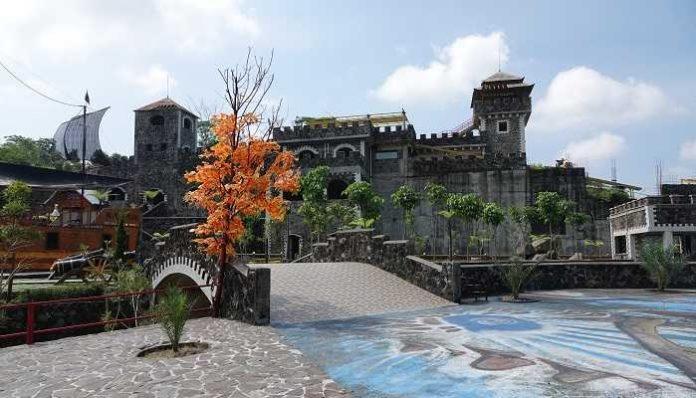 The Lost World Castle Destinasi Baru Di Jogja Paling Hits Sanjaya Tour
