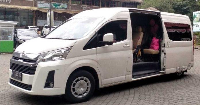 Rental Toyota Hiace Premio Tangerang