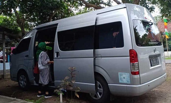 Sewa Mobil Toyota Hiace Premio Jakarta